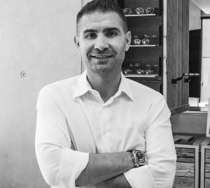 Stefano Barizza cuenta con una experiencia de más de 20 años en la industria de la óptica.